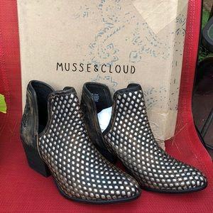 Musse & Cloud Atlantis Bootie - Size 10/ 041